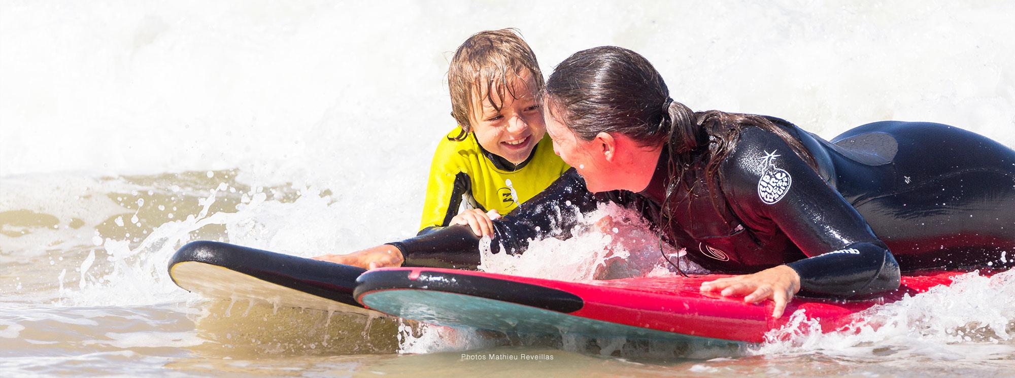 mère et fils coco surf école de surf